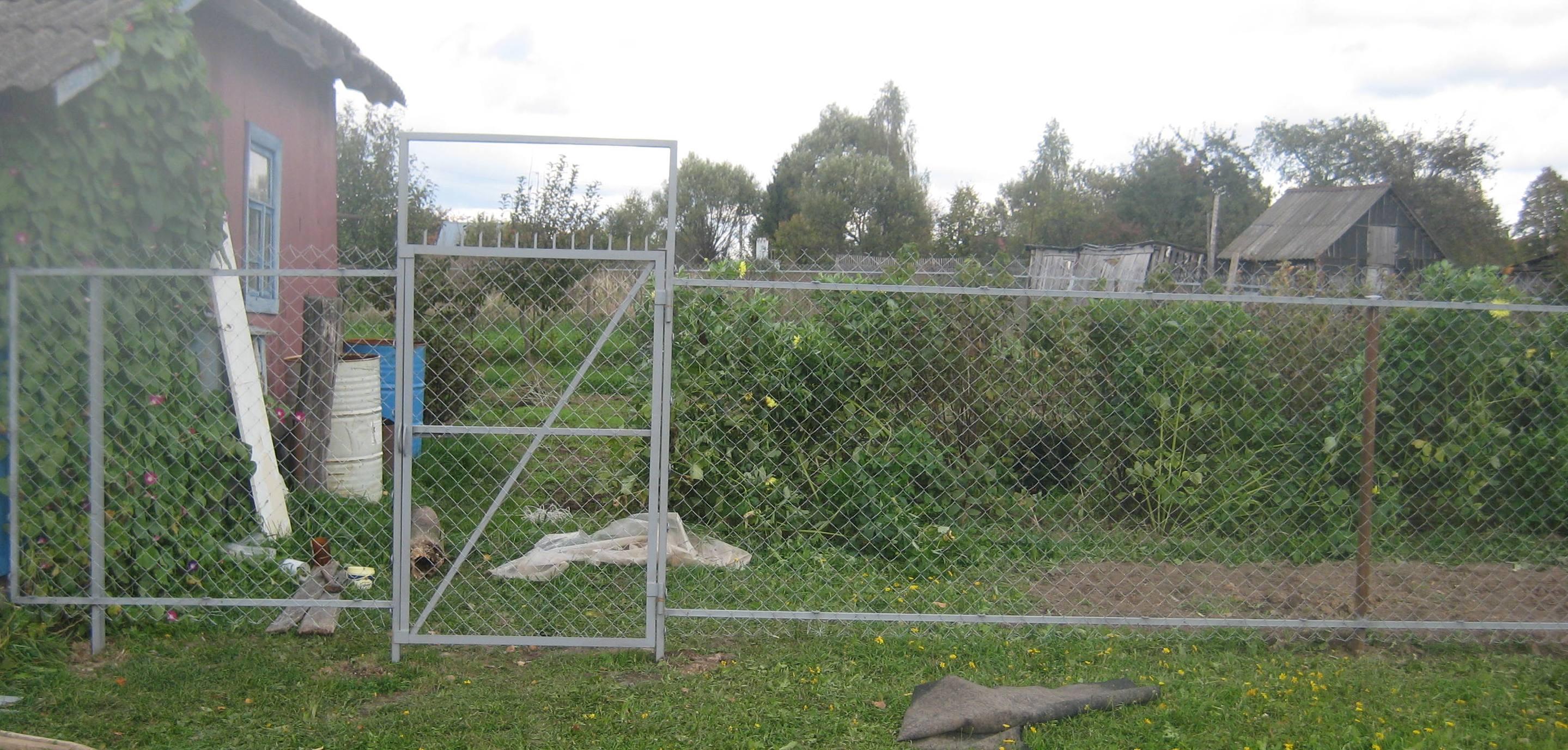 Кружевной забор из рабицы своими руками 11
